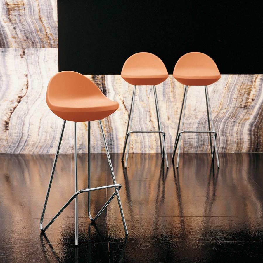 Sedie in legno tavoli in vetro sgabelli di design for Sedie nuovo design