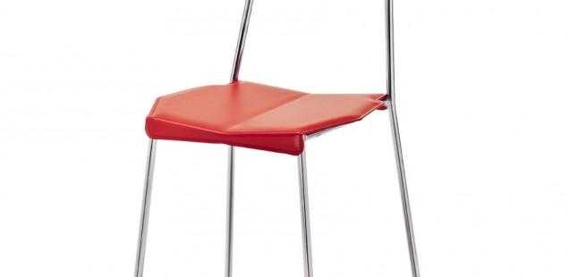 Sedie moderne. In legno, plastica e metallo.